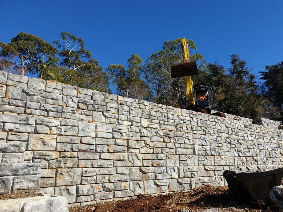 Ledgestone retaining wall installation