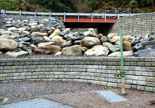Cobblestone retaining walls used as bridge abutments