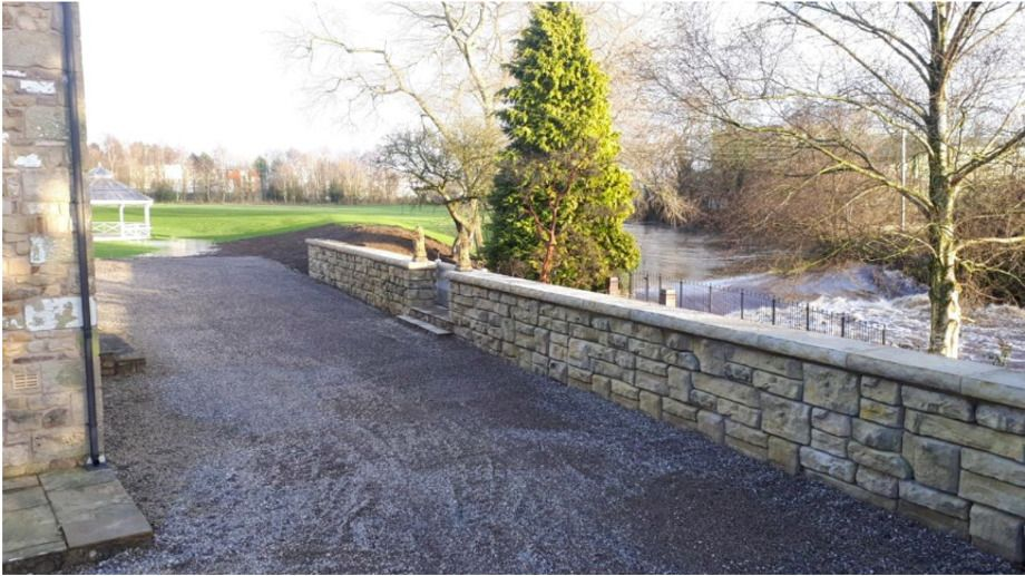 Ledgestone flood wall complements Kirkland Defence Bund