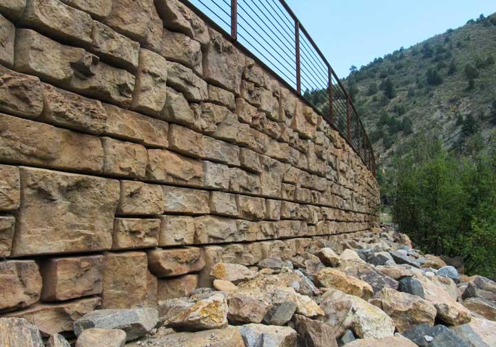 Ledgestone retaining wall