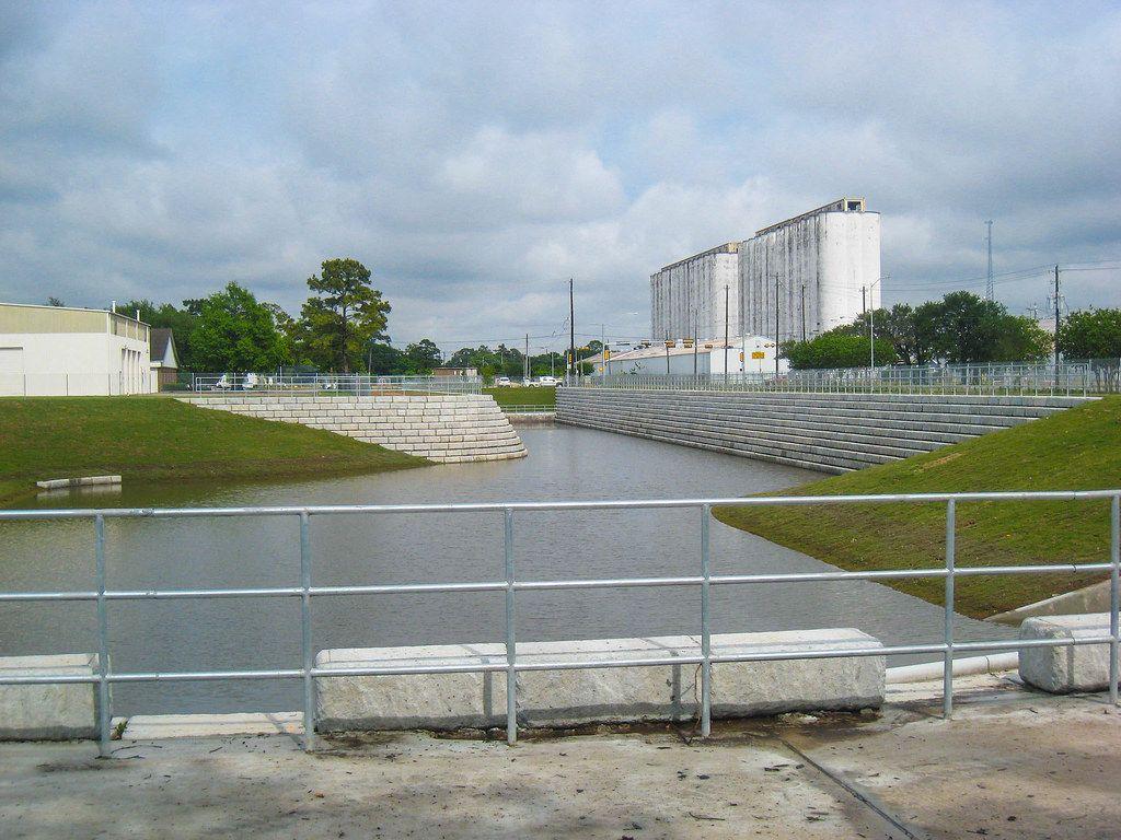 RR_Case-190_Lumpkin-Road_Wilbert_Vaults-Houston_4.jpg