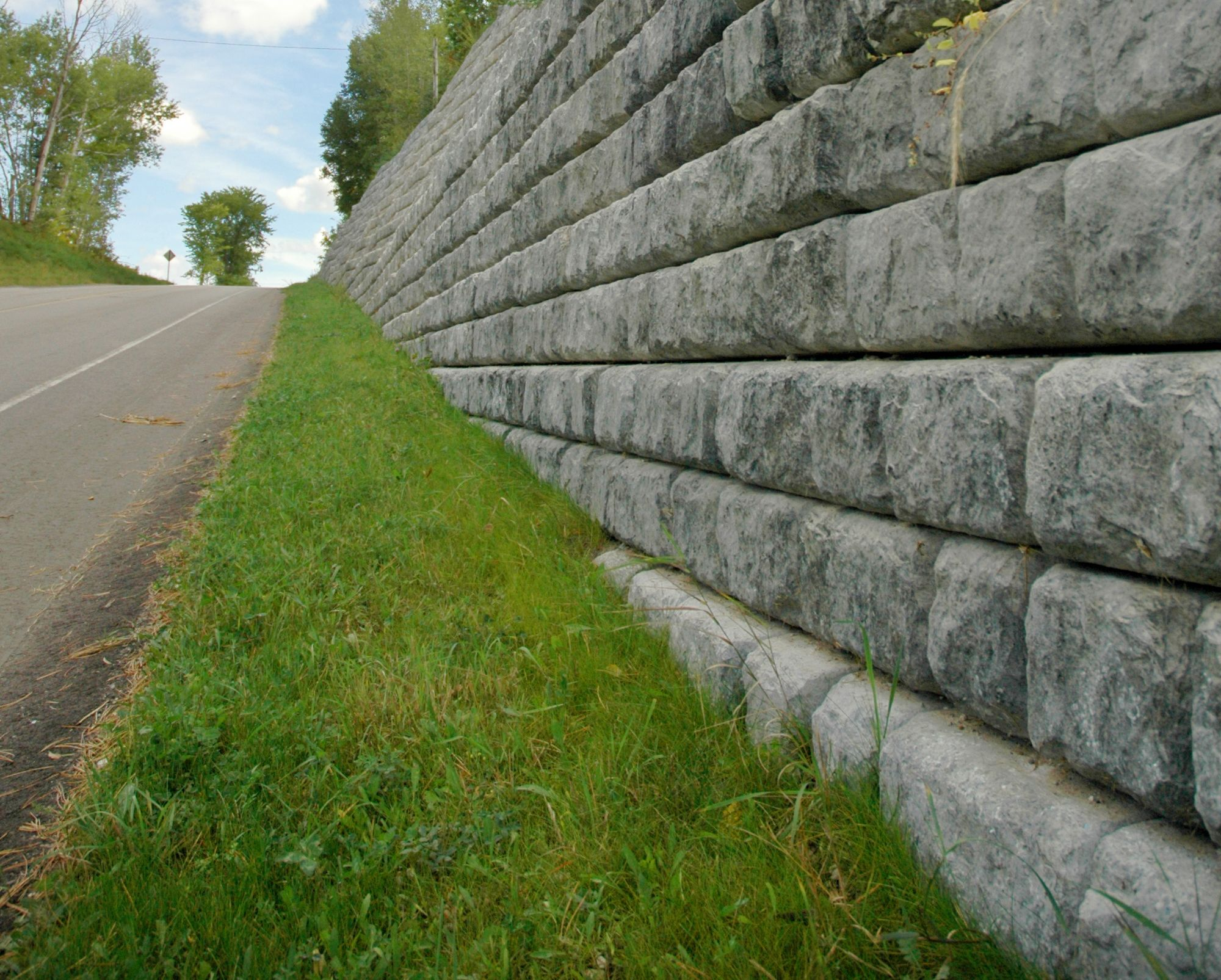 Cobblestone roadway retaining wall with 9 inch setback