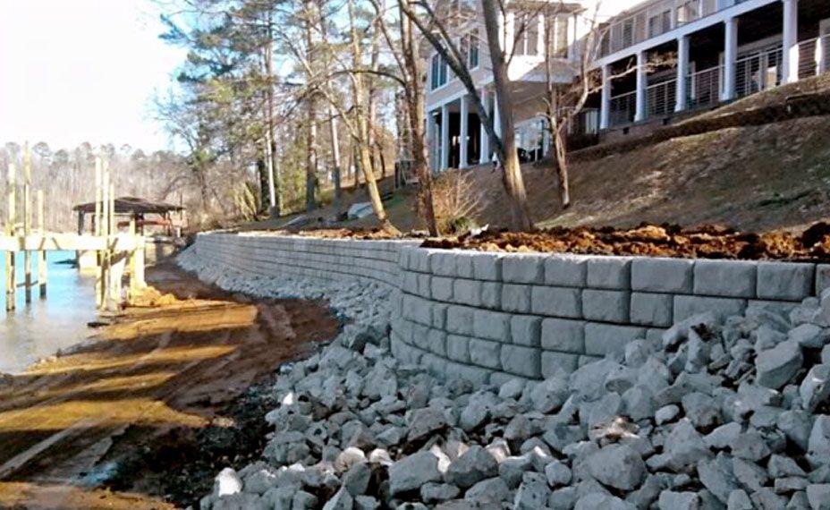 Redi-Rock_cobblestone-gravity-water-Bradley-PossumCreekResidence_3.jpg