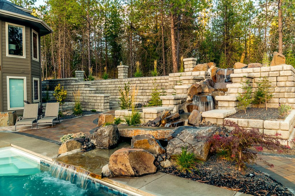 Redi-Rock-cobblestone-mutlipletypes-Residential-WilbertPrecast-Hattenberg_1.jpg