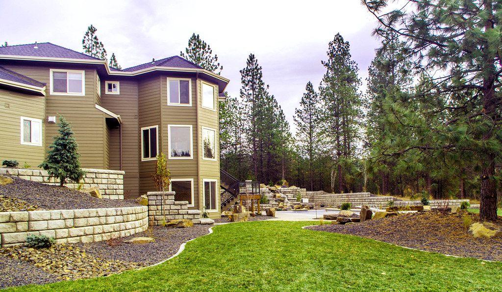 Redi-Rock-cobblestone-mutlipletypes-Residential-WilbertPrecast-Hattenberg_2.jpg