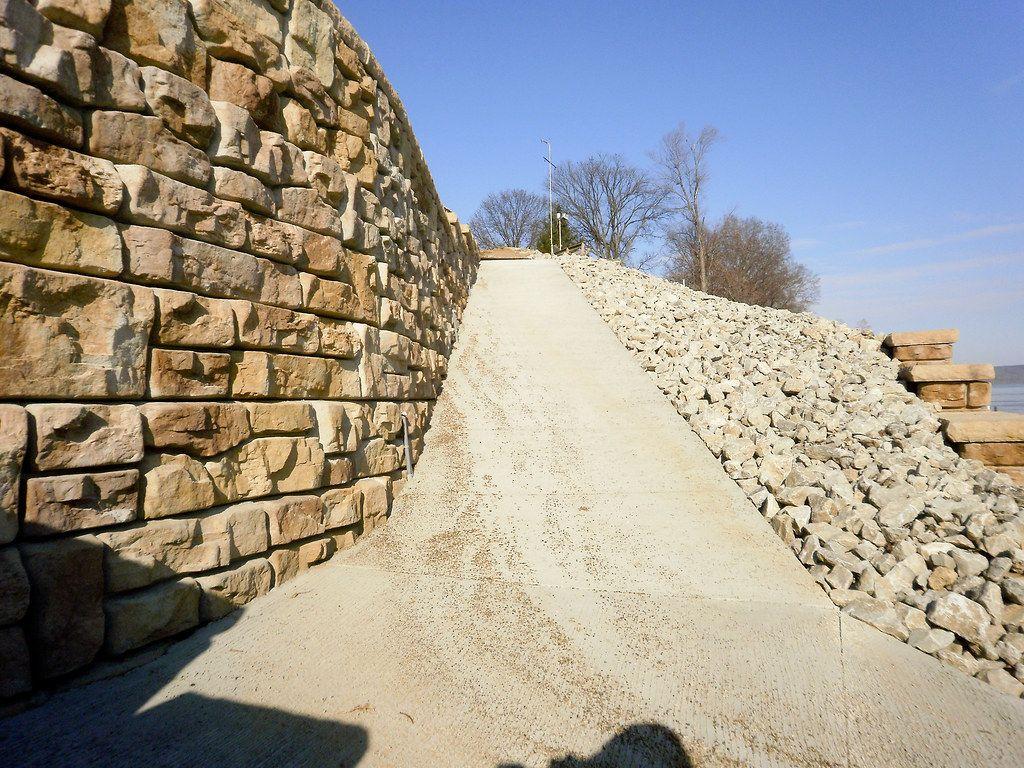 Ledgestone retaining wall with riverfront access ramp