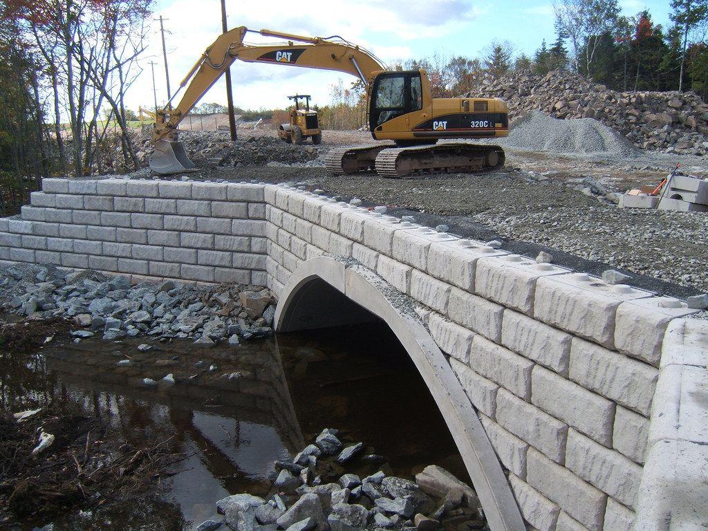 Construction of wing walls at Dartmouth Crossing
