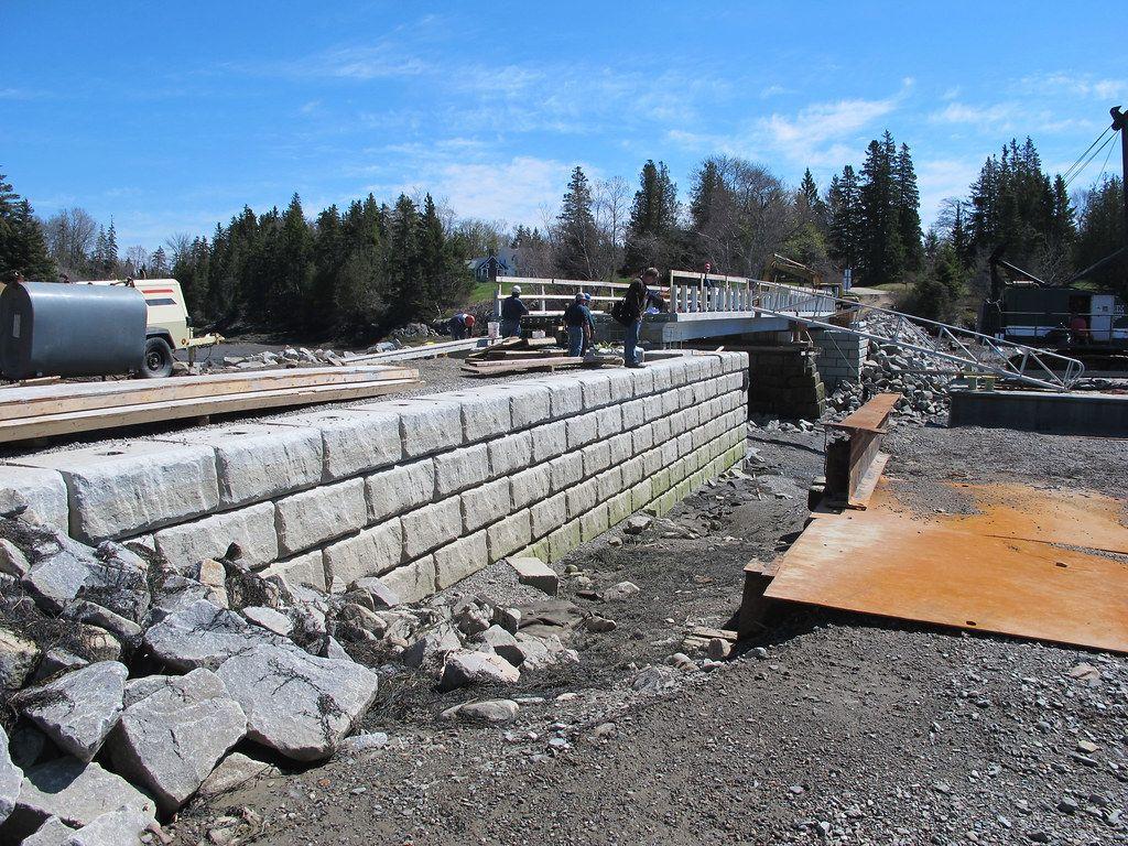 Redi-Rock-limestone-reinforced-bridges-RRcentralMaine-GRS_3.jpg