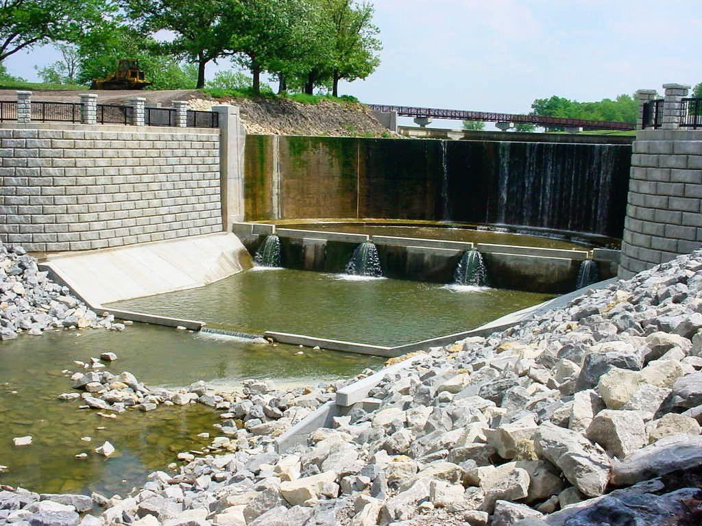 Redi-Rock-limestone-reinforced-water-MidwestConcreteMaterials-LakeShawneeDam_3.jpg