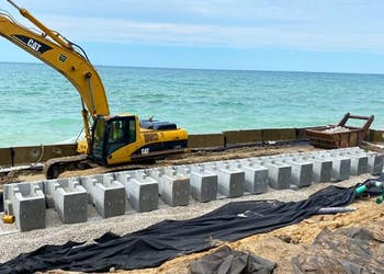 Hybrid Wall Prevents Erosion for Lakefront Home